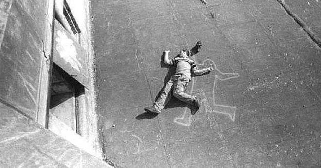 Vụ án hack não nhất mọi thời đại: Nhảy lầu từ tầng 10, qua tầng 9 bị đạn lạc bắn chết và những cú twist cuối cùng khiến ai cũng phải ngỡ ngàng - ảnh 1