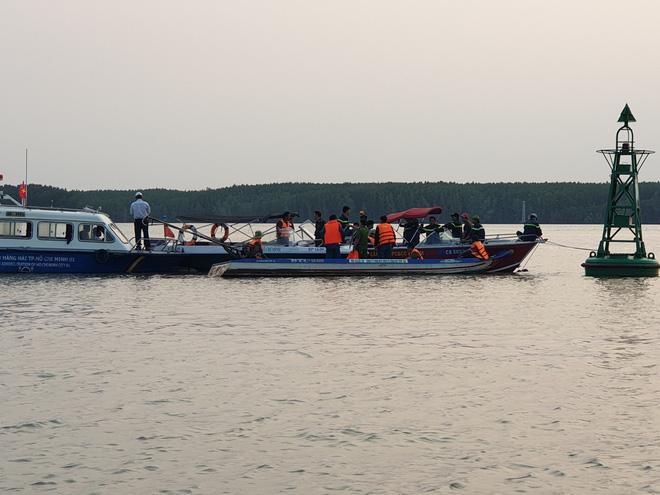 Tìm thấy thi thể thứ 2 trong vụ 3 người mất tích khi trục vớt container ở Cần Giờ - Ảnh 2.