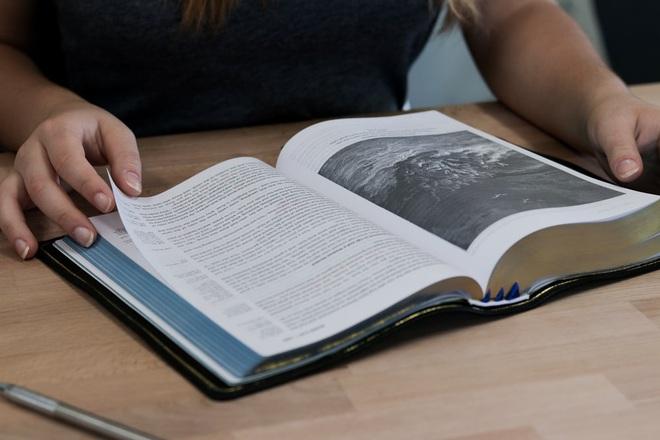 Bạn thích mua sách nhưng không bao giờ đọc hết chúng, vậy làm thế nào để đọc ít mà vẫn biết nhiều, thông minh lên? - ảnh 1