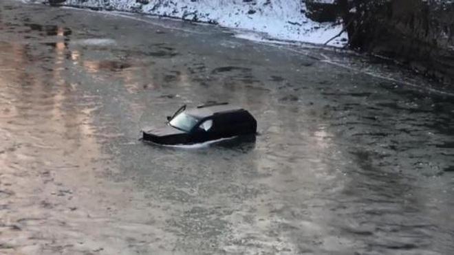 Trợ lý ảo Siri gọi 911 cứu chủ nhân khỏi chết chìm dưới sông băng - ảnh 1