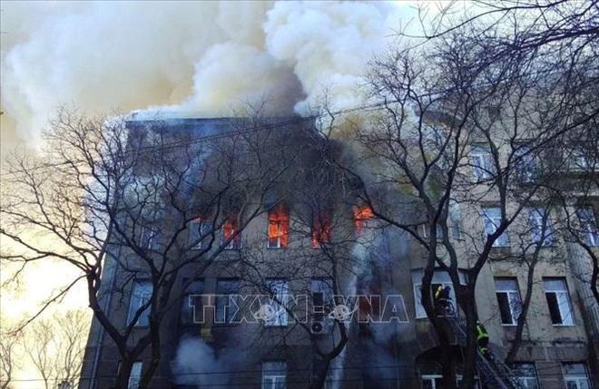 Số người thiệt mạng trong vụ cháy trường cao đẳng ở Odessa tăng mạnh - ảnh 1