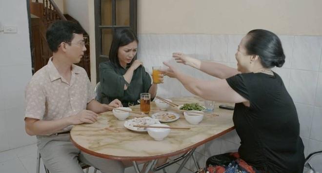"""3 kiểu làm mẹ ở """"Hoa Hồng Trên Ngực Trái"""": Người cưng con dâu hết nấc, kẻ lên đời mẹ mìn của năm - ảnh 11"""