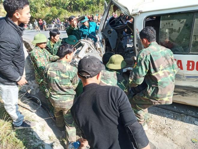 Thêm nạn nhân tử vong trong vụ xe chở cán bộ trung tâm dạy nghề đâm vào vách núi - Ảnh 1.