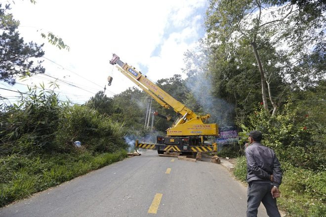 Xe khách lao xuống vực ở Đà Lạt, 15 người may mắn thoát nạn - ảnh 3