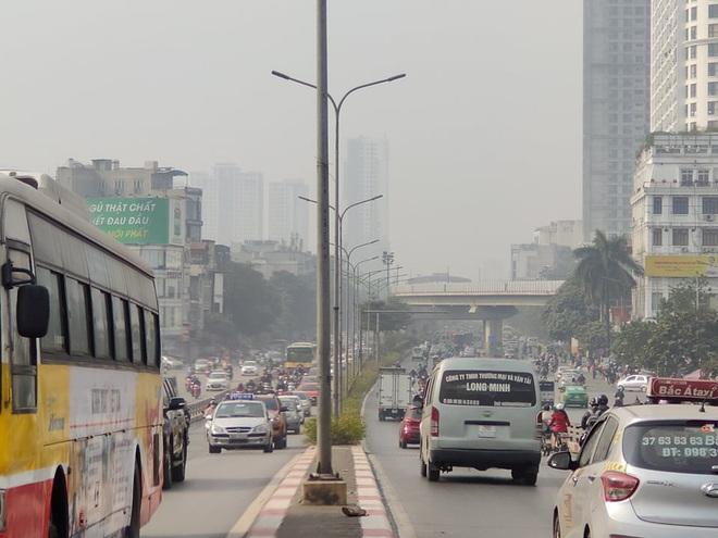 Không khí Hà Nội tiếp tục ở mức ô nhiễm nặng, rất có hại cho sức khỏe - ảnh 1