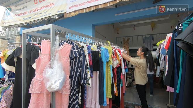 Tiệm bánh mì và shop quần áo 0 đồng ấm lòng người nghèo Sài Gòn - ảnh 6