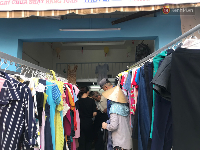 Tiệm bánh mì và shop quần áo 0 đồng ấm lòng người nghèo Sài Gòn - ảnh 4