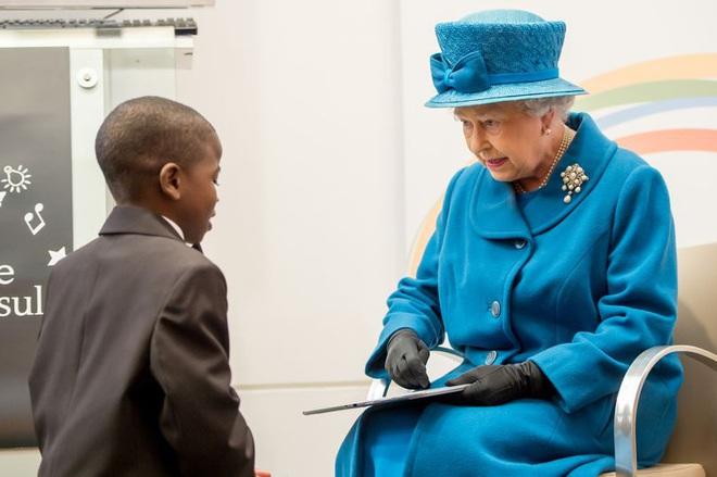 Góc tuyển dụng: Nữ hoàng Anh đang tuyển một bậc thầy sống ảo để chăm sóc các fanpage Hoàng gia, mức lương lên đến 1,5 tỷ - ảnh 1