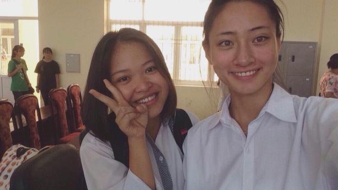 Loạt ảnh cực hiếm thời ngố tàu đi học của Lương Thuỳ Linh: Xinh đẹp từ bé, không trang điểm vẫn nổi bật hơn bạn đồng trang lứa - ảnh 3