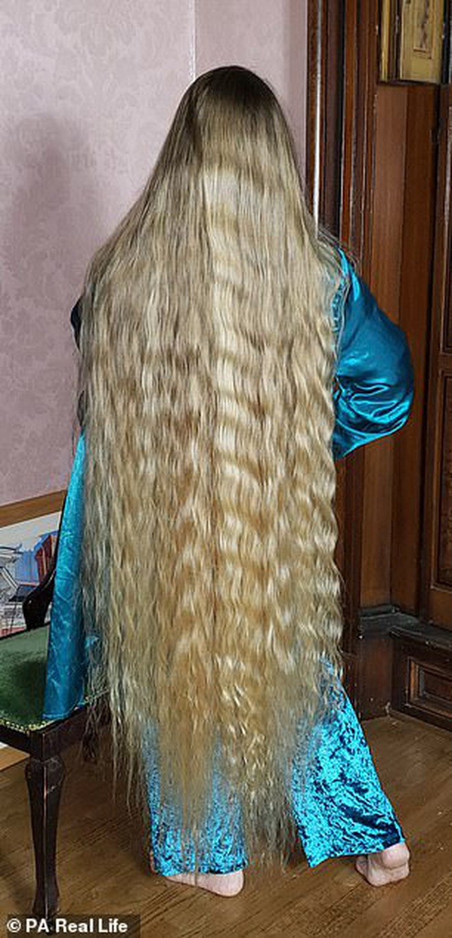 'Công chúa tóc mây' đời thực sở hữu mái vàng óc dài 1,5m, mỗi lần gội đầu mất 10 tiếng mới khô - ảnh 3
