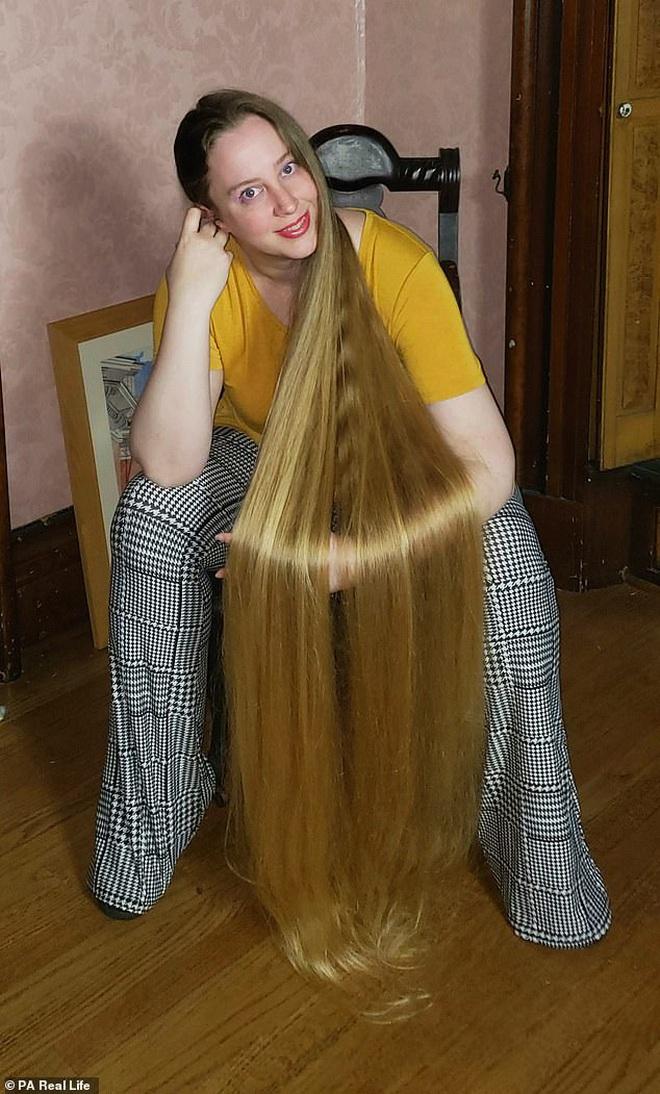 'Công chúa tóc mây' đời thực sở hữu mái vàng óc dài 1,5m, mỗi lần gội đầu mất 10 tiếng mới khô - ảnh 6