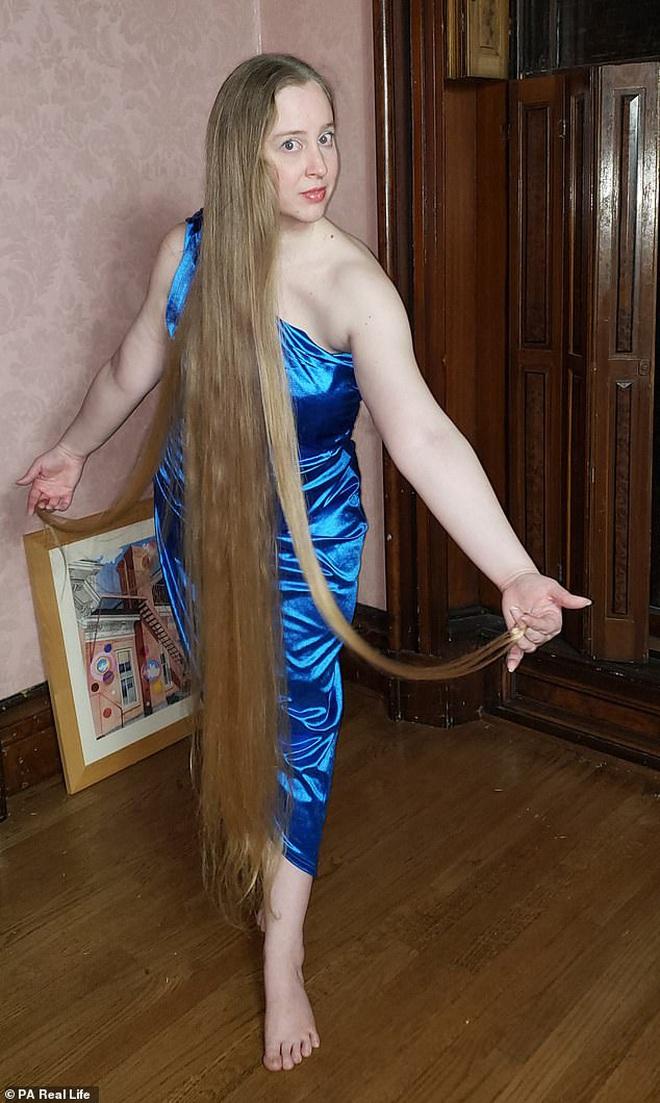 'Công chúa tóc mây' đời thực sở hữu mái vàng óc dài 1,5m, mỗi lần gội đầu mất 10 tiếng mới khô - ảnh 2