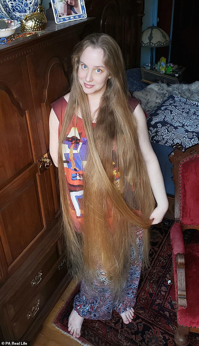 'Công chúa tóc mây' đời thực sở hữu mái vàng óc dài 1,5m, mỗi lần gội đầu mất 10 tiếng mới khô - ảnh 4