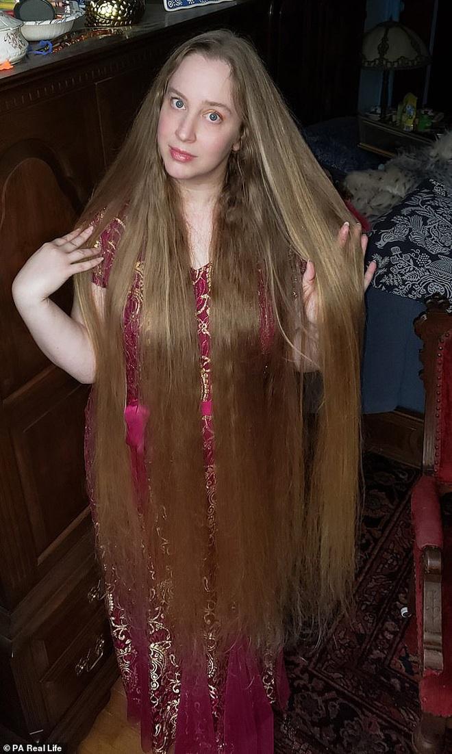 'Công chúa tóc mây' đời thực sở hữu mái vàng óc dài 1,5m, mỗi lần gội đầu mất 10 tiếng mới khô - ảnh 5