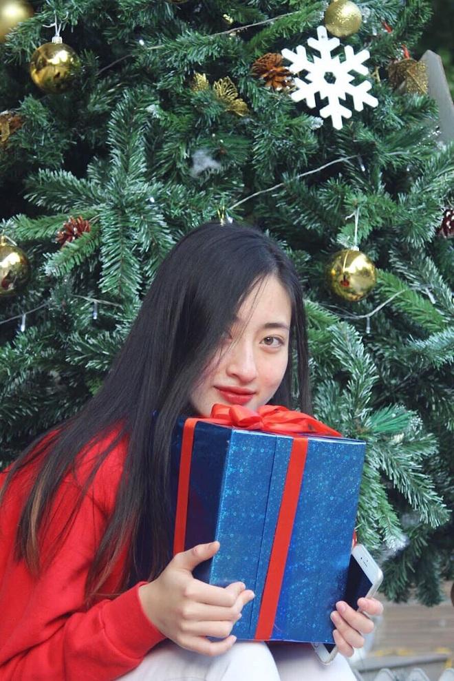 Loạt ảnh cực hiếm thời ngố tàu đi học của Lương Thuỳ Linh: Xinh đẹp từ bé, không trang điểm vẫn nổi bật hơn bạn đồng trang lứa - ảnh 6