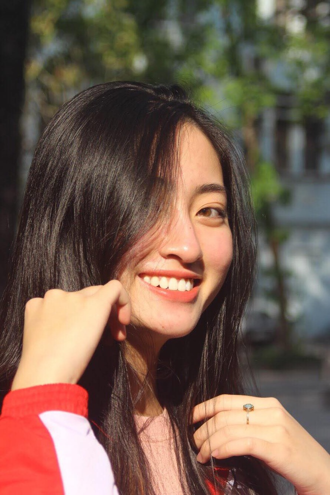 Loạt ảnh cực hiếm thời ngố tàu đi học của Lương Thuỳ Linh: Xinh đẹp từ bé, không trang điểm vẫn nổi bật hơn bạn đồng trang lứa - ảnh 7