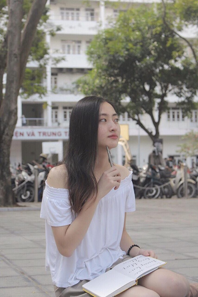 Loạt ảnh cực hiếm thời ngố tàu đi học của Lương Thuỳ Linh: Xinh đẹp từ bé, không trang điểm vẫn nổi bật hơn bạn đồng trang lứa - ảnh 8