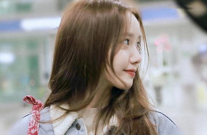 Nữ thần Yoona khoe sắc tại sân bay: Ăn mặc đơn giản mà sao xinh quá đỗi, ảnh fan chụp thôi mà đẹp tựa cảnh phim - ảnh 9