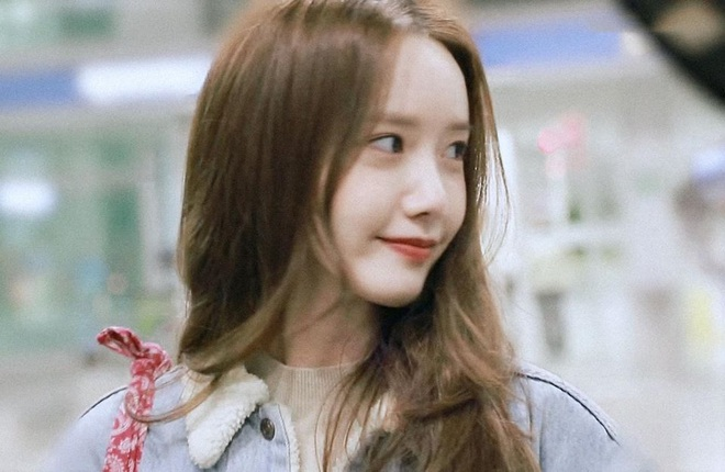 Nữ thần Yoona khoe sắc tại sân bay: Ăn mặc đơn giản mà sao xinh quá đỗi, ảnh fan chụp thôi mà đẹp tựa cảnh phim - ảnh 7