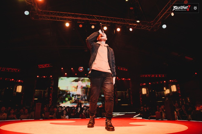 Phúc Du rap đu đưa theo hit Bích Phương trên sàn đấu Beck'Stage: Sân khấu này thật huỷ diệt và khủng bố! - ảnh 1