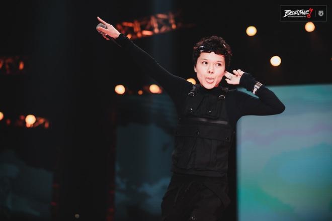 Tuy không thể biến mùa hạ thành mùa đông nhưng Tiên Tiên có thể biến sân khấu Beck'Stage thành concert riêng của mình! - ảnh 2