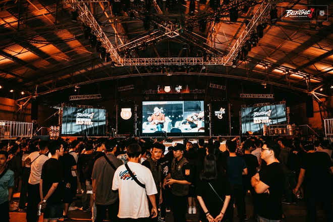 Bên trong sân khấu battle rap hình chìa khoá chất phát hờn, hàng nghìn bạn trẻ xếp hàng dài đón chờ Beck'Stage Unexpected Rap Fest - ảnh 11