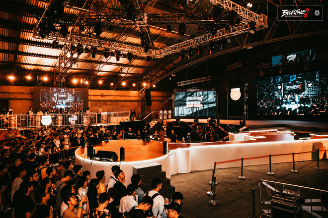 Bên trong sân khấu battle rap hình chìa khoá chất phát hờn, hàng nghìn bạn trẻ xếp hàng dài đón chờ Beck'Stage Unexpected Rap Fest - ảnh 10
