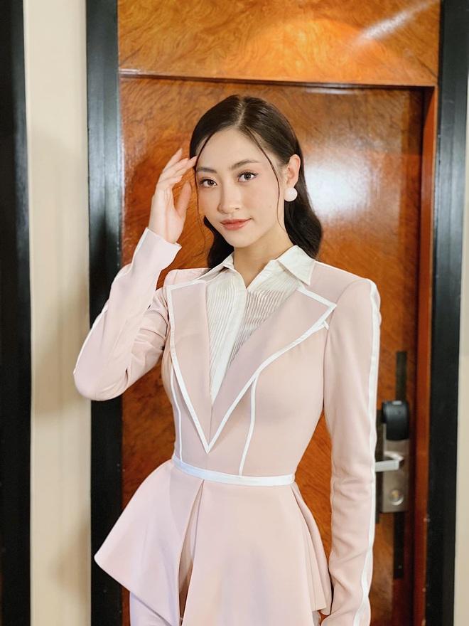 Clip Lương Thuỳ Linh nói Tiếng Anh trên sân khấu Hoa hậu Thế giới 2019: Đúng là không hổ danh dân Ngoại thương! - ảnh 3