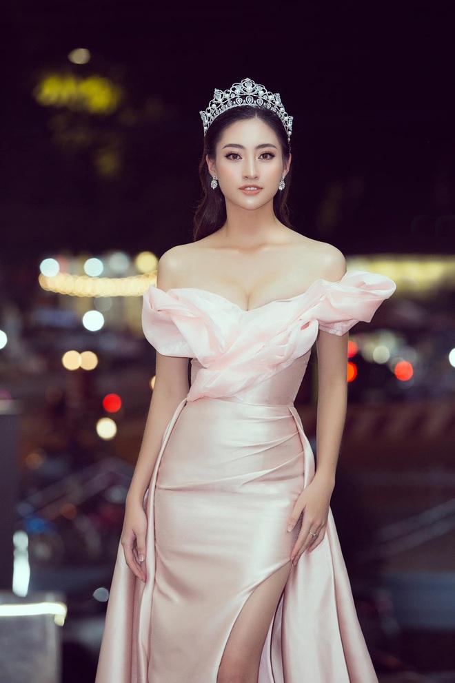 Clip Lương Thuỳ Linh nói Tiếng Anh trên sân khấu Hoa hậu Thế giới 2019: Đúng là không hổ danh dân Ngoại thương! - ảnh 10