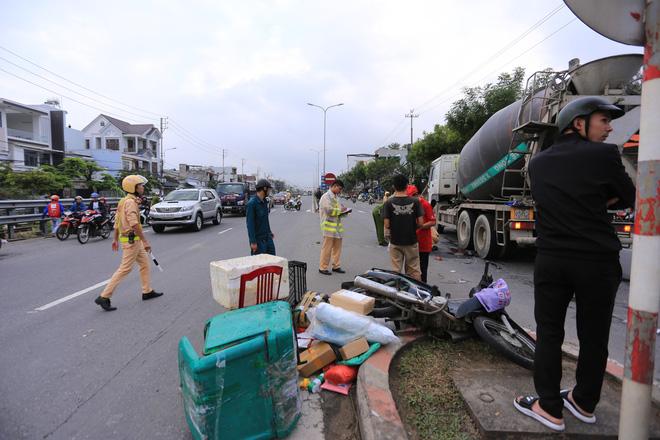 Nam thanh niên chết thảm, shipper thất thần sau tai nạn liên hoàn giữa 2 xe máy và xe trộn bê tông - ảnh 2