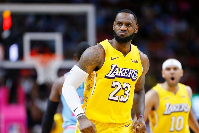 NBA 19-20: Bùng nổ ở hiệp 3, Los Angeles Lakers khiến Miami Heat nhận trận thua đầu tiên ở sân nhà trong mùa giải năm nay - ảnh 2