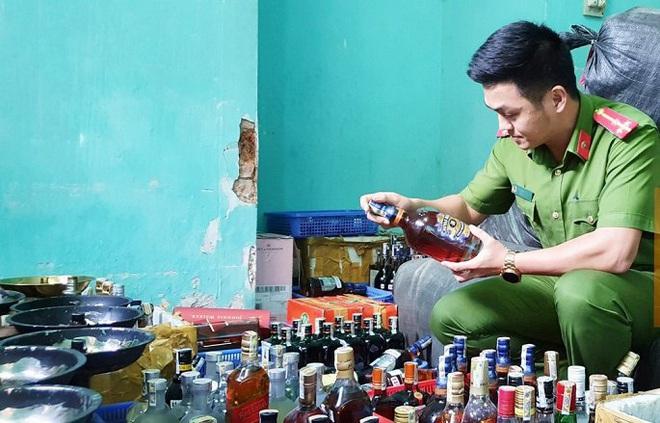 Phát hiện 59 bình shisha, gần 400 chai rượu ngoại không rõ nguồn gốc trong quán bar ở Đà Nẵng - ảnh 1