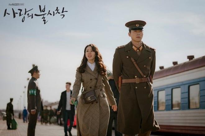 3 lý do nên xem chuyện tình yêu xa độc lạ Crash Landing On You của đôi chị em Huyn Bin và Son Ye Jin - ảnh 2