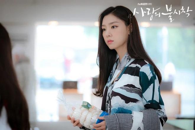 3 lý do nên xem chuyện tình yêu xa độc lạ Crash Landing On You của đôi chị em Huyn Bin và Son Ye Jin - ảnh 6
