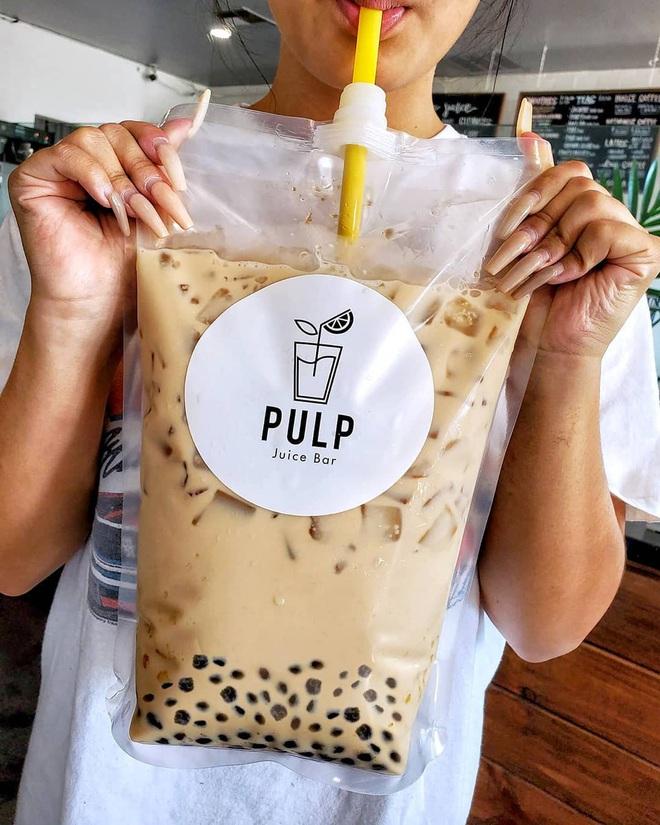 """Một hãng đồ uống ở Mỹ phát minh ra túi trà sữa trân châu 4 lít """"siêu to khổng lồ"""", uống xong chắc… bội thực mất! - Ảnh 3."""