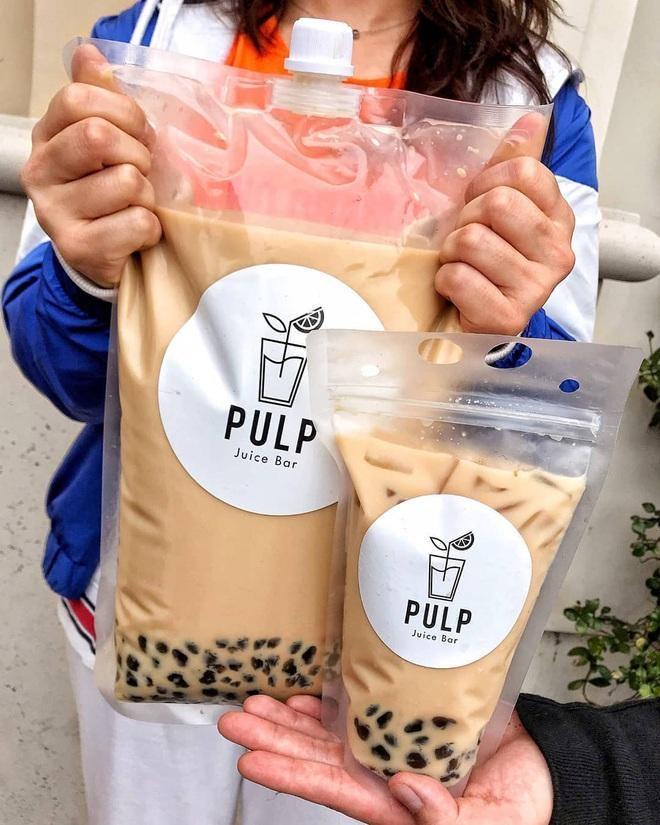"""Một hãng đồ uống ở Mỹ phát minh ra túi trà sữa trân châu 4 lít """"siêu to khổng lồ"""", uống xong chắc… bội thực mất! - Ảnh 4."""