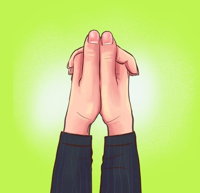 Cách bạn nắm hai bàn tay lại sẽ tiết lộ tính cách, mức độ thông minh, khả năng làm lãnh đạo của bạn, cùng thử nhé! - ảnh 2