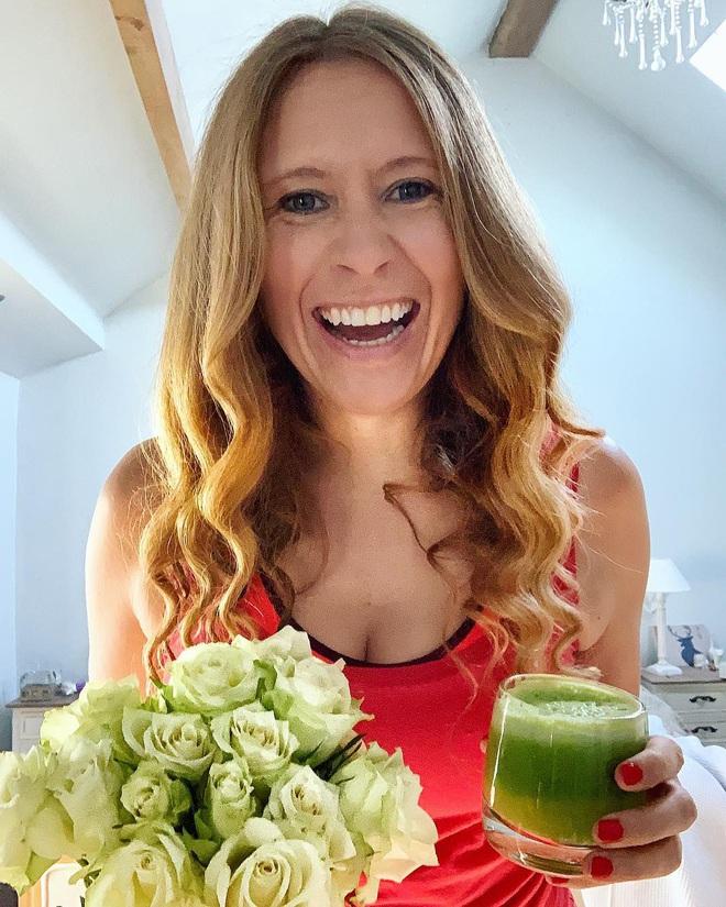 Nữ blogger người Anh chia sẻ chế độ ăn thuần chay đã giúp cô chữa khỏi bệnh vẩy nến - Ảnh 4.
