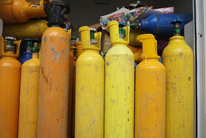 Bắt hơn 1 tấn khí bóng cười được ngụy trang như chở... Oxy để cung cấp cho các vũ trường ở Đà Nẵng - ảnh 2