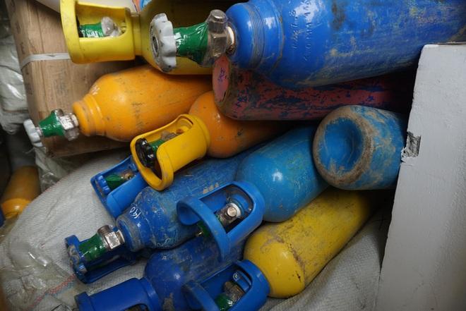 Bắt hơn 1 tấn khí bóng cười được ngụy trang như chở... Oxy để cung cấp cho các vũ trường ở Đà Nẵng - ảnh 4