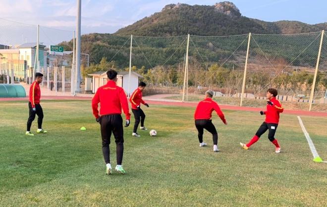 U23 Việt Nam hưng phấn tập luyện trong khung cảnh tràn ngập nắng vàng tại Hàn Quốc - ảnh 5