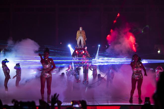 Inner Me Concert của Vũ Cát Tường: từ chú báo khổng lồ, xe hơi đồ chơi đến một trái tim vẹn nguyên với âm nhạc sau 6 năm! - ảnh 6