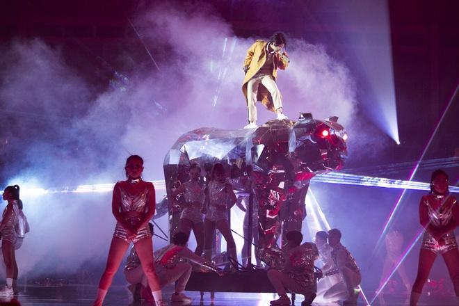 Inner Me Concert của Vũ Cát Tường: từ chú báo khổng lồ, xe hơi đồ chơi đến một trái tim vẹn nguyên với âm nhạc sau 6 năm! - ảnh 7