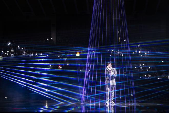 Inner Me Concert của Vũ Cát Tường: từ chú báo khổng lồ, xe hơi đồ chơi đến một trái tim vẹn nguyên với âm nhạc sau 6 năm! - ảnh 21