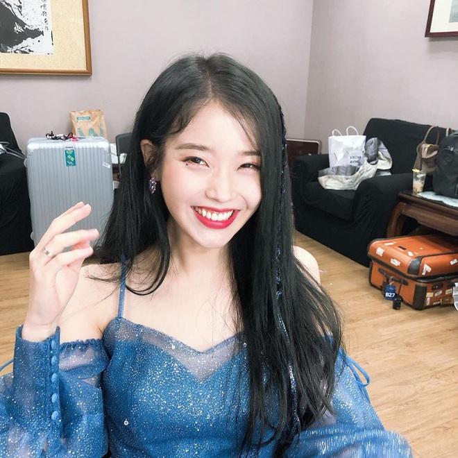 Mê mẩn nhan sắc dạo gần đây của IU: Ảnh selfie mà đẹp lộng lẫy như công chúa, hack tuổi đến mức thượng thừa - ảnh 2