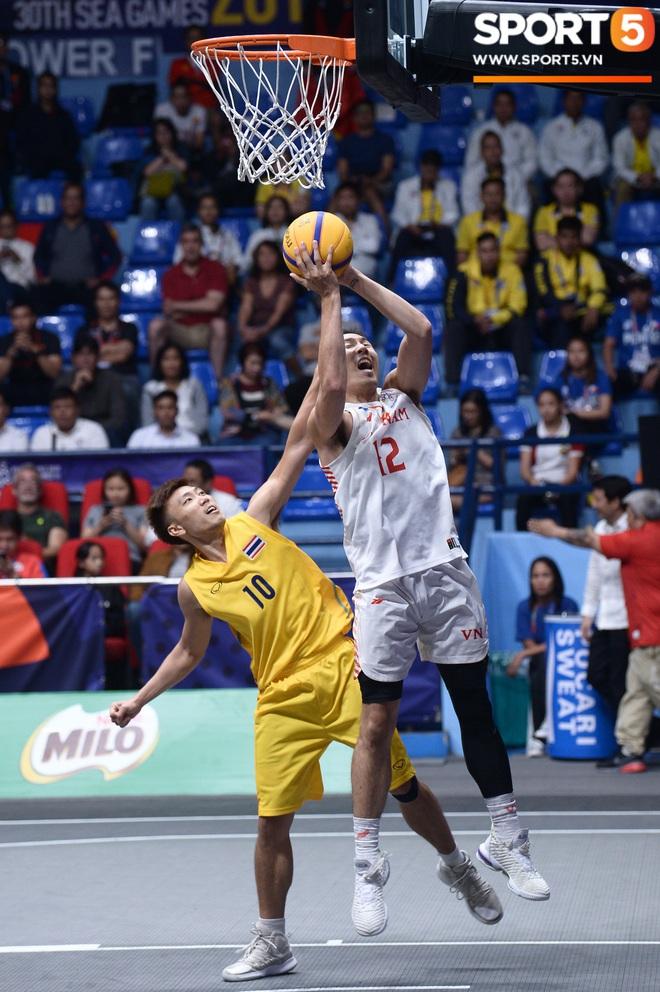 Đội bóng rổ nam Việt Nam đi vào lịch sử, giành huy chương đồng nội dung thi đấu 3x3 sau chiến thắng kịch tính trước Thái Lan - Ảnh 3.