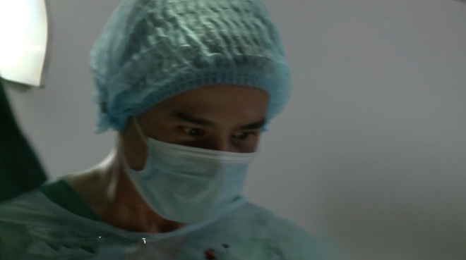 Bác sĩ Minh sợ nghiệp quật tới mức phẫu thuật lộn tiệm cắt thịt bệnh nhân máu văng tung tóe ở tập 25 Không Lối Thoát - Ảnh 9.