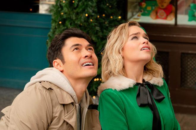 Phim Giáng Sinh của Mẹ Rồng và trai trẻ gốc Á kém kịch tính nhưng thừa ngọt ngào - Ảnh 5.