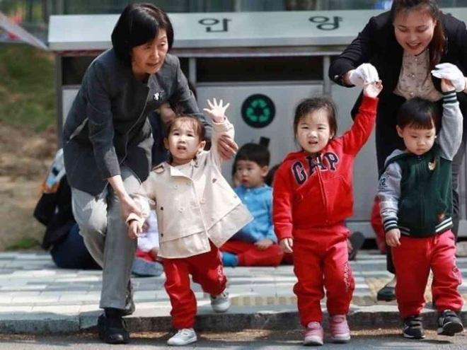 Thế hệ phụ nữ Hàn Quốc sợ lấy chồng: Lương thấp, áp lực con nhỏ và công việc từ sự kỳ thị giới tính đã ăn quá sâu - ảnh 7