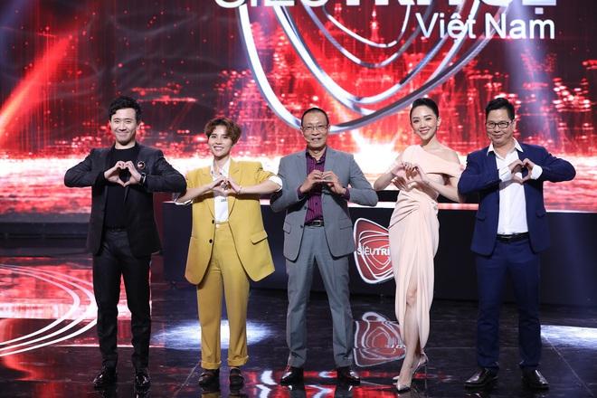 Siêu trí tuệ Việt Nam - nơi thách thức giới hạn con người và khiến hàng triệu khán giả nổi da gà vì tự hào, xúc động - Ảnh 9.